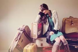 Risultati immagini per ragazze valigia
