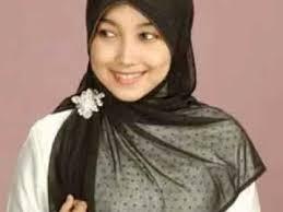 Kreasi Jilbab Paris Segi Empat