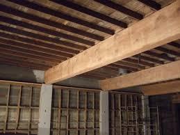 Soffitto In Legno Grigio : Illuminazione bagno con travi salotto a