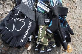 Перчатки от <b>Yoshi Onyx</b>.