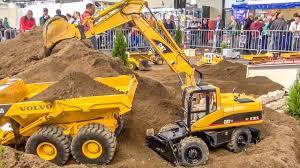<b>BIG</b> RC excavator ACTION in <b>1</b>/<b>8</b> scale! Caterpillar! Atlas! Liebherr ...