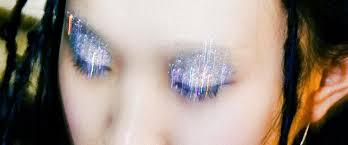 Как наносить на <b>глаза глиттер</b> и блестящие тени, чтобы они не ...