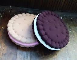 Almofadas de biscoito | Food pillows, Designer pillow, Sewing pillows