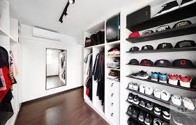 Walk-in <b>wardrobe</b> with open <b>compartments</b>   Walk in <b>wardrobe</b> ...
