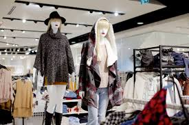 forever 21 square one shopping centre forever21 mannequins jpg