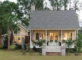 Holiday House   AllisonRamseyArchitectsThe Holiday House by Allison Ramsey Architects built at Old Shell Point in Port Royal