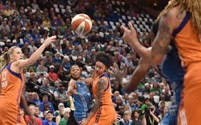lynx thanks to mighty mouses minnesota minimizes letdowns minnesota lynx guard renee montgomery feeds the ball into center sylvia fowles who is set up