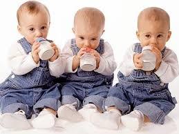 Resultado de imagen para articulos imprescindibles para el bebe darle de comer leche