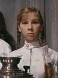 Irina Savina Popova Keď sme pri tej Irine, vo filme hrala úlohu Káti Panfjorovej. Pätnásťročná blonďavá copaňa sa večne ... - SavinaF