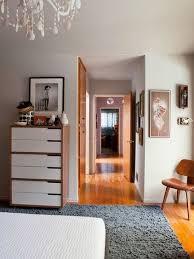blu bedroom beige carpet black