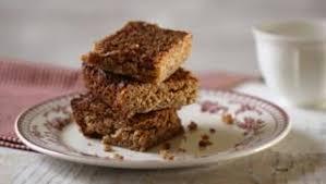 Apricot, date and <b>pistachio</b> flapjacks recipe - BBC Food