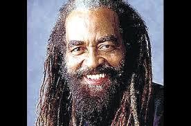 John Holt wurde im Jahre 1947 in Kingston/Jamaika geboren und war bereits im Alter von 12 Jahren regelmäßiger Teilnehmer von Talentwettbewerben auf Jamaika. - john_holt_w445