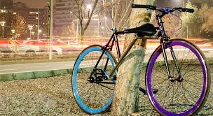 This <b>self</b>-<b>locking bike</b> is impossible to steal - Springwise