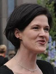 Anna Kinberg Batra – gruppledare för moderaterna i riksdagen. Anna är en svensk moderat politiker, ... - 200px-Royal_Wedding_Stockholm_2010-Konserthuset-Anna_Kinberg_Batra