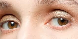 Примерили на глаз: 12 хороших <b>кремов</b> и сывороток для <b>кожи</b> век