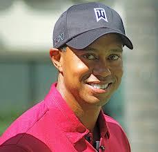 """Eldrick Tont """"Tiger"""" Woods è un golfista americano classe 1975, considerato da tutti come il più grande di sempre ed il primo sportivo nella storia ad aver ... - 626px-tigerwoodsoct2011"""