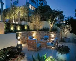 Illuminazione Ingresso Villa : Illuminare il giardino