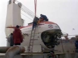 <b>Russian</b> sub plants <b>flag</b> under North Pole | Reuters