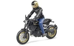 <b>Мотоцикл Scrambler Ducati</b> Cafe Racer с мотоциклистом от ...