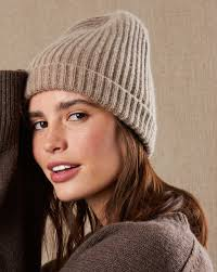 Hat made of cashmere and wool — <b>12Storeez</b>