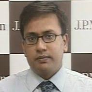 "In an interview with CNBC-TV18, Pinakin Parekh, Analyst at JPMorgan said steel price hikes is likely in mid-September. ""The price gap between international ... - Pinakin-Parekh-190"