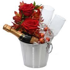 Resultado de imagem para kit romantico com champanhe com rosas e velas