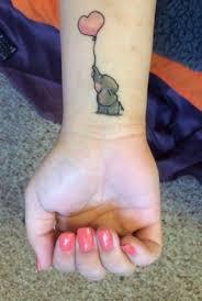 Маленькая татуировка <b>слоник</b> и <b>шарик</b> на запястье для девушки ...