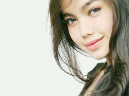 Nama lengkapnya Rafiqa Soraya Azhar, gadis cantik kelahiran Medan yang sering disapa Aya ini akhirnya terpilih menjadi perwakilan Aceh di ajang Miss ... - Rafiqa-Soraya-Azhar