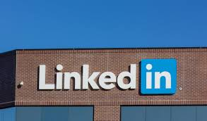 linkedin can quietly tell headhunters you want a new job shutterstock