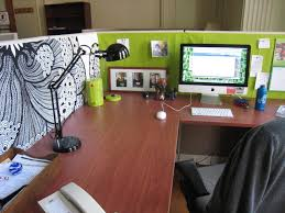 best decorate office desk ideas in decorating new decor design surprising free for home jewelry cheap office decorations