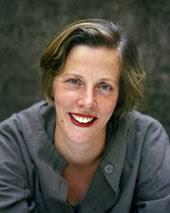 Fotograf: Magnus Skoglöf. Karin Stensdotter är född i Tyresö 1964 och utbildad arkitekt. Hon lever i Paris med man och tre barn. - karinstensdotter