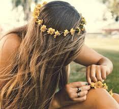 Resultado de imagem para como fazer coroa de flores passo a passo