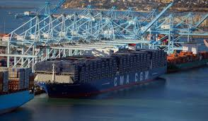 photos  first ultra large containership arrives in the united    photo courtesy port of los angeles cxky  lusaac  v