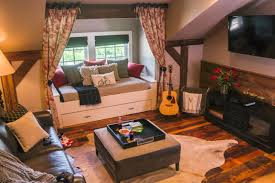 Comfy Floor Seating 10 Window Seats Reading Nooks And Other Cozy Indoor Spots