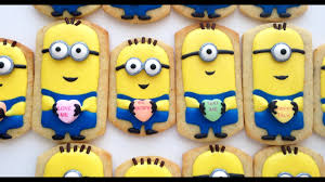 How To Decorate Minion <b>Cookies</b> for Valentine's Day! - YouTube