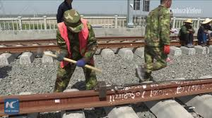 How are China's high-speed <b>rail tracks</b> laid? - YouTube