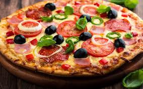 الذ طريقه لعمل غجينه البيتزا وصلصتها