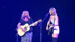 Phoebe teaching Taylor Swift how to sing Smelly Cat - YouTube