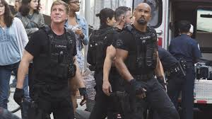 Shemar Moore patrols the mean streets of Los Angeles in '<b>S.W.A.T.</b> ...