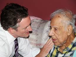 Dr. Tim Ihrig, a palliative care physician, treats Augie Avelleyra, 93, - palliative-care-c91b97a32858a3b6dae9196d2274bea0edffc047