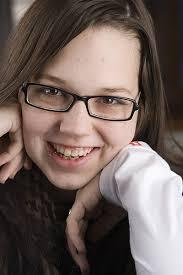 Sprech-, aber kein Hamburger-Verbot für Stefanie Heinzmann. Wie es der 20-jährigen Sängerin aus dem Wallis nach ihrem Eingriff an den Stimmbändern geht. - stefanie-heinzmann-8
