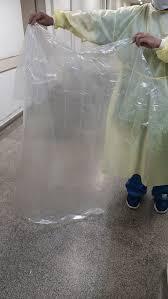 Coronavírus: Funcionários do Hospital Tide Setúbal usam capa de chuva e protestam contra falta de equipamentos de proteção