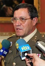 Foto de archivo, tomada el 4 de noviembre de 2005, del general jefe de la Fuerza Terrestre, José Mena Aguado. / EFE - 1136539020_850215_0000000000_sumario_normal