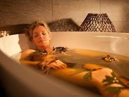 Эфирные <b>масла для ванны</b>: как принимать и сколько капель ...