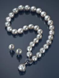 <b>Pearls</b> Forever <b>Fashionable</b>