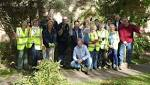 Green-fingered Dutch and English plant tulips to celebrate their friendship and help end polio