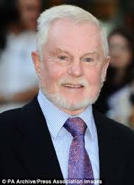 By Richard Kay. Published: 19:52 EST, 4 July 2013 | Updated: 19:56 EST, 4 July 2013. 0. View comments. Actor Sir Derek Jacobi has endorsed the theory that ... - article-0-1602AE2B000005DC-44_306x423