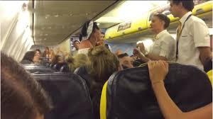 Taşkınlık çıkartan yolcular uçaktan atıldı