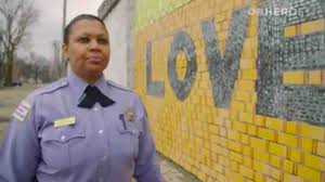 how one chicago cop goes above and beyond the call of duty to chicago police officer jennifer maddox goes above and beyond the call of duty to combat chicago violence image source cnn
