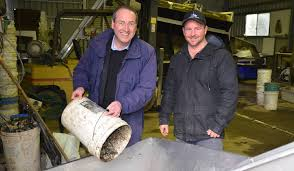 oyster farmers back deal photos narooma news world wide market eden monaro mp peter hendy and clyde river oyster farmer